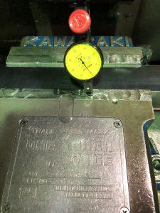 マイクロメーターで厚みを計測