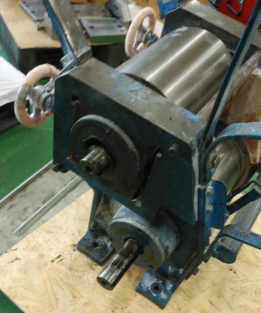 自社に持ち帰った機械の写真。これから分解する状態です。