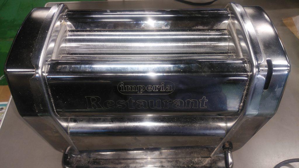修理前のパスタ製麺機の写真です。