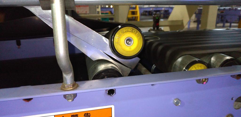 試作品第3号を使用してローラーを引っ張っているところの写真です。