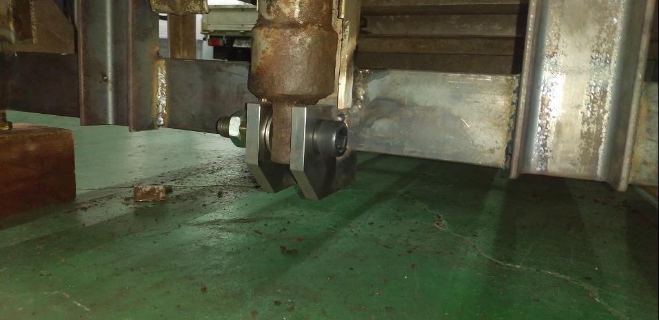 修理後の油圧シリンダー軸受部分