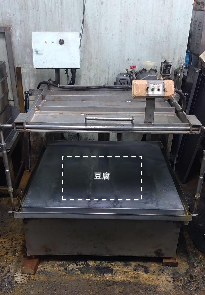 今回修理した豆腐プレス機の装置全体
