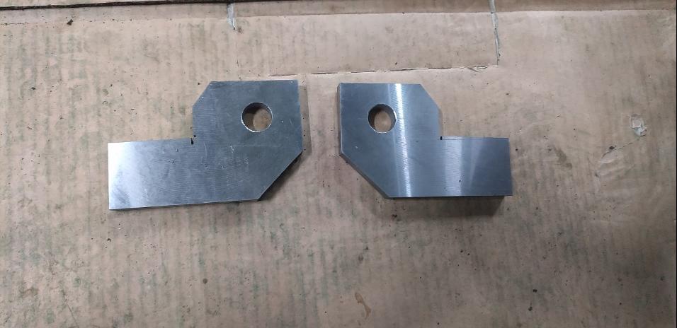 社内で製作したシリンダー取り付け部品