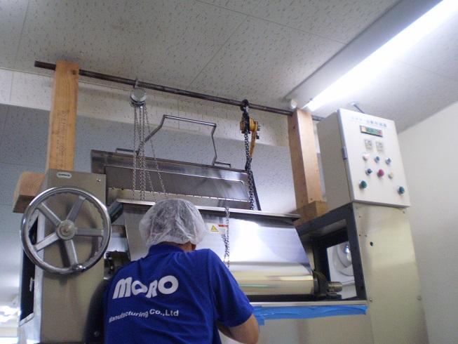 分解する部分を吊り上げるための治具装置